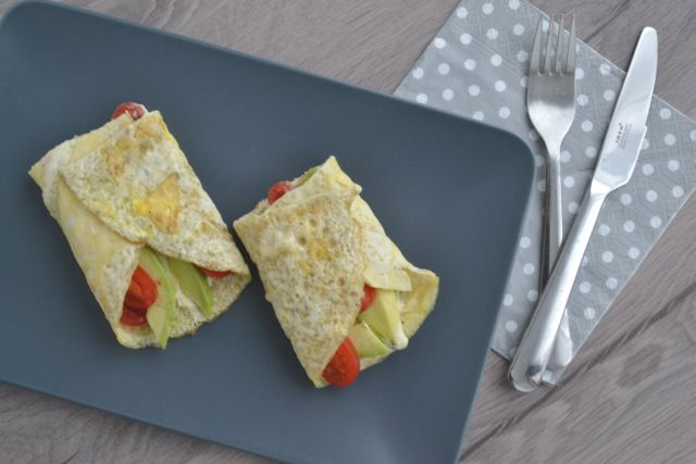 Broodloze lunch: Omelet wraps met hummus